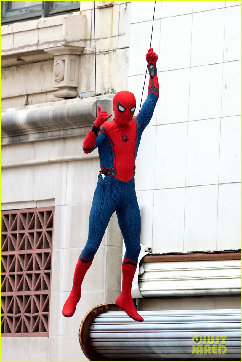 spider man swings into action on set 05