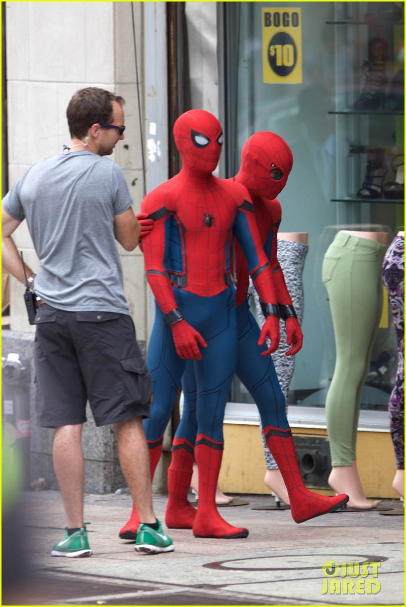 spider man swings into action on set 10