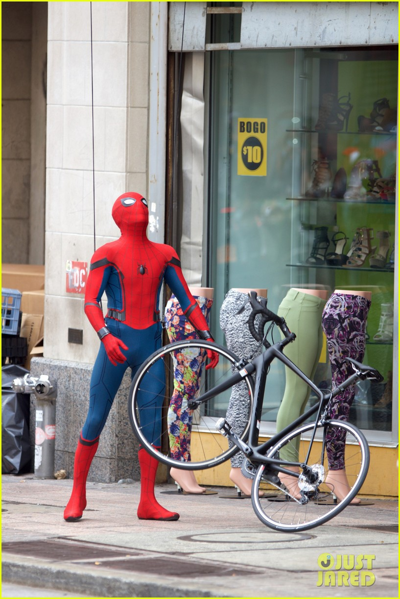 spider man swings into action on set 11