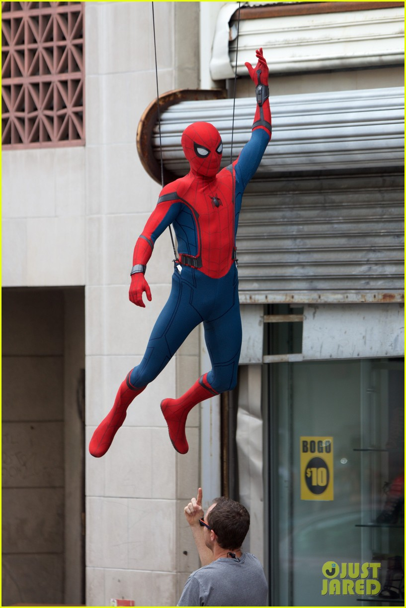 spider man swings into action on set 15