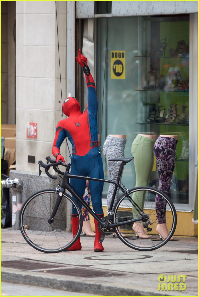spider man swings into action on set 16