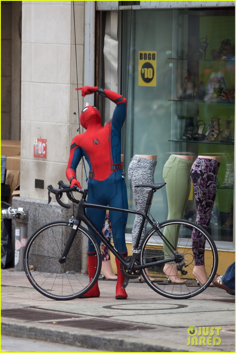 spider man swings into action on set 18