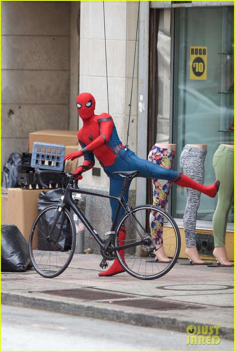 spider man swings into action on set 19