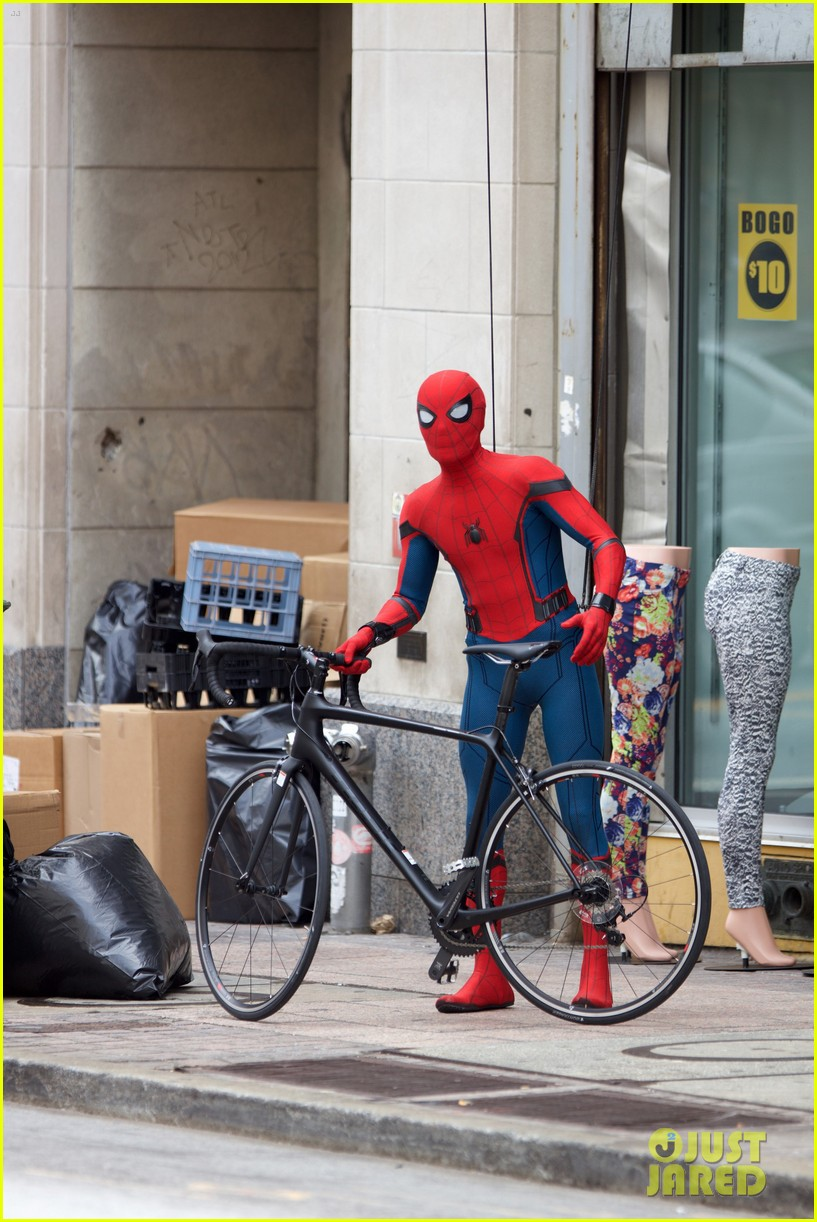 spider man swings into action on set 20