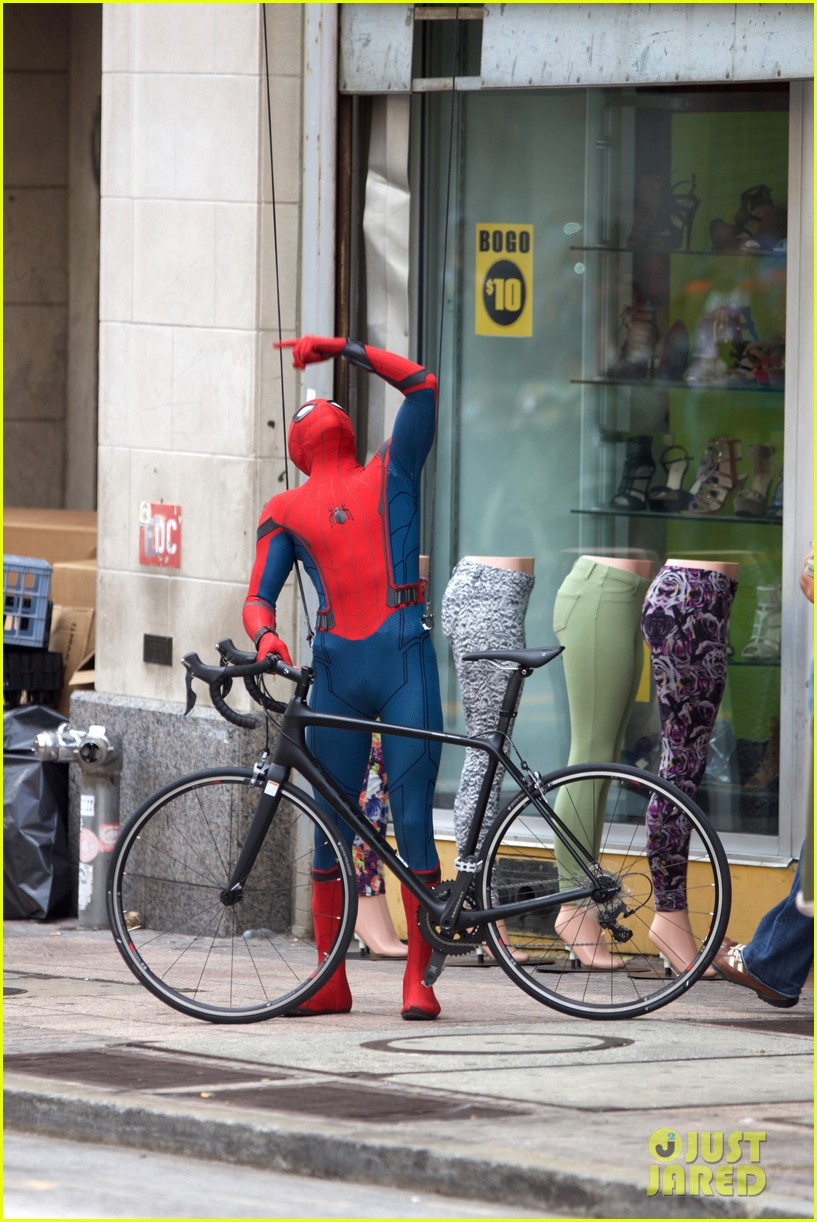 spider man swings into action on set 24