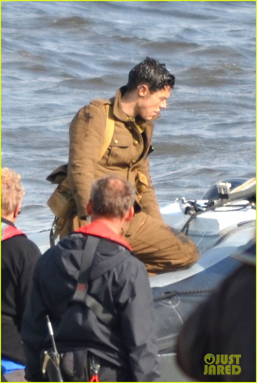 Harry Styles Gets To Work On New Movie Dunkirk Photo 994296