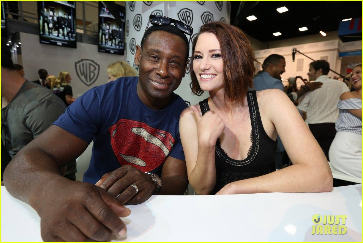 supergirl talk moving to cw comic con 01