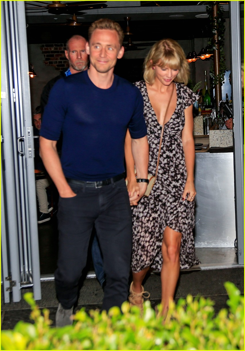 Taylor Swift Steps Out For Dinner In Australia With Tom Hiddleston