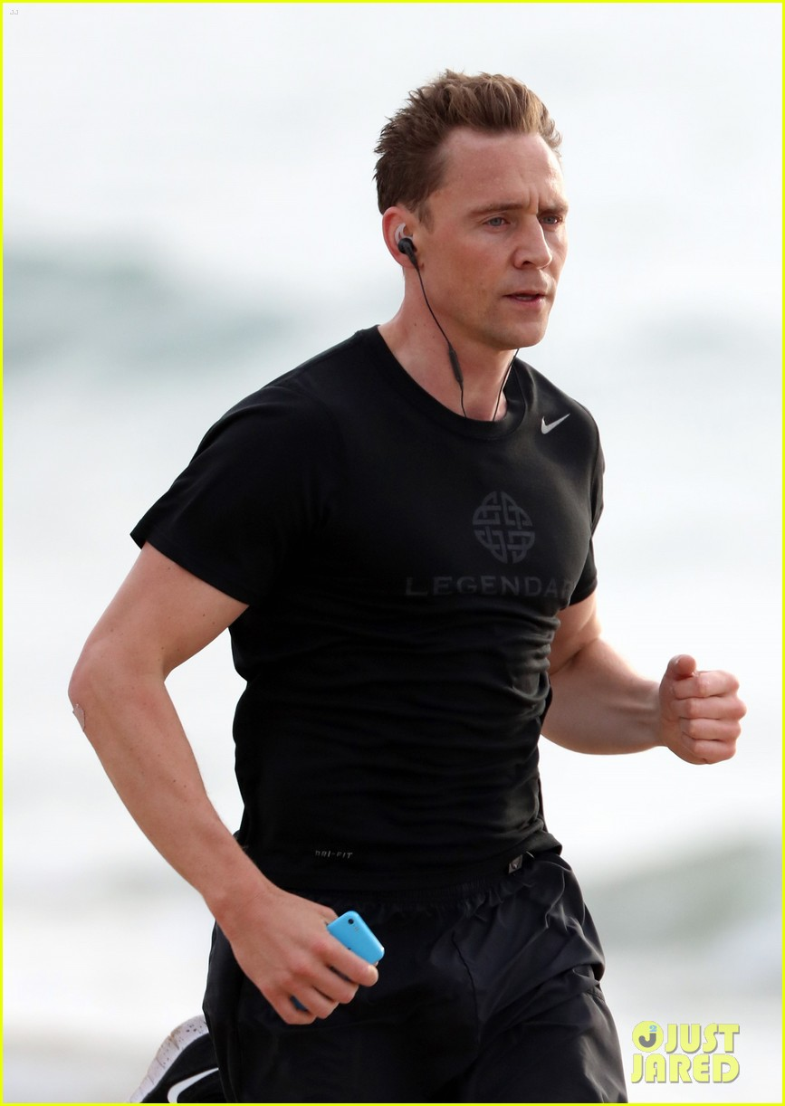 taylor swift tom hiddleston step out separately australia 04