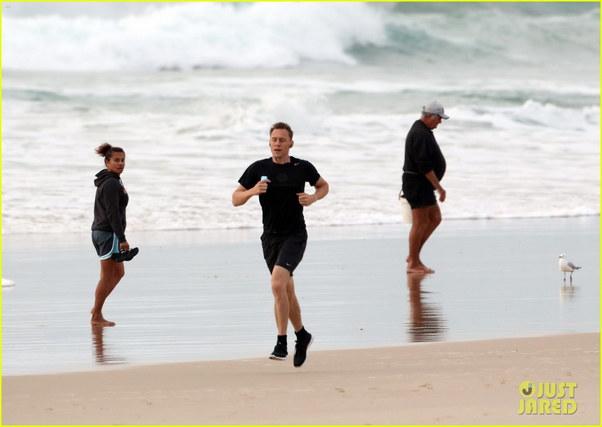 taylor swift tom hiddleston step out separately australia 28