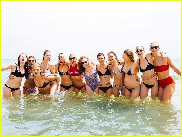 taylor swift shares more july fourth photos with while squad 03