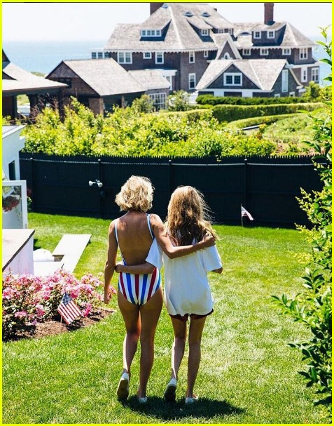 taylor swift shares more july fourth photos with while squad 07