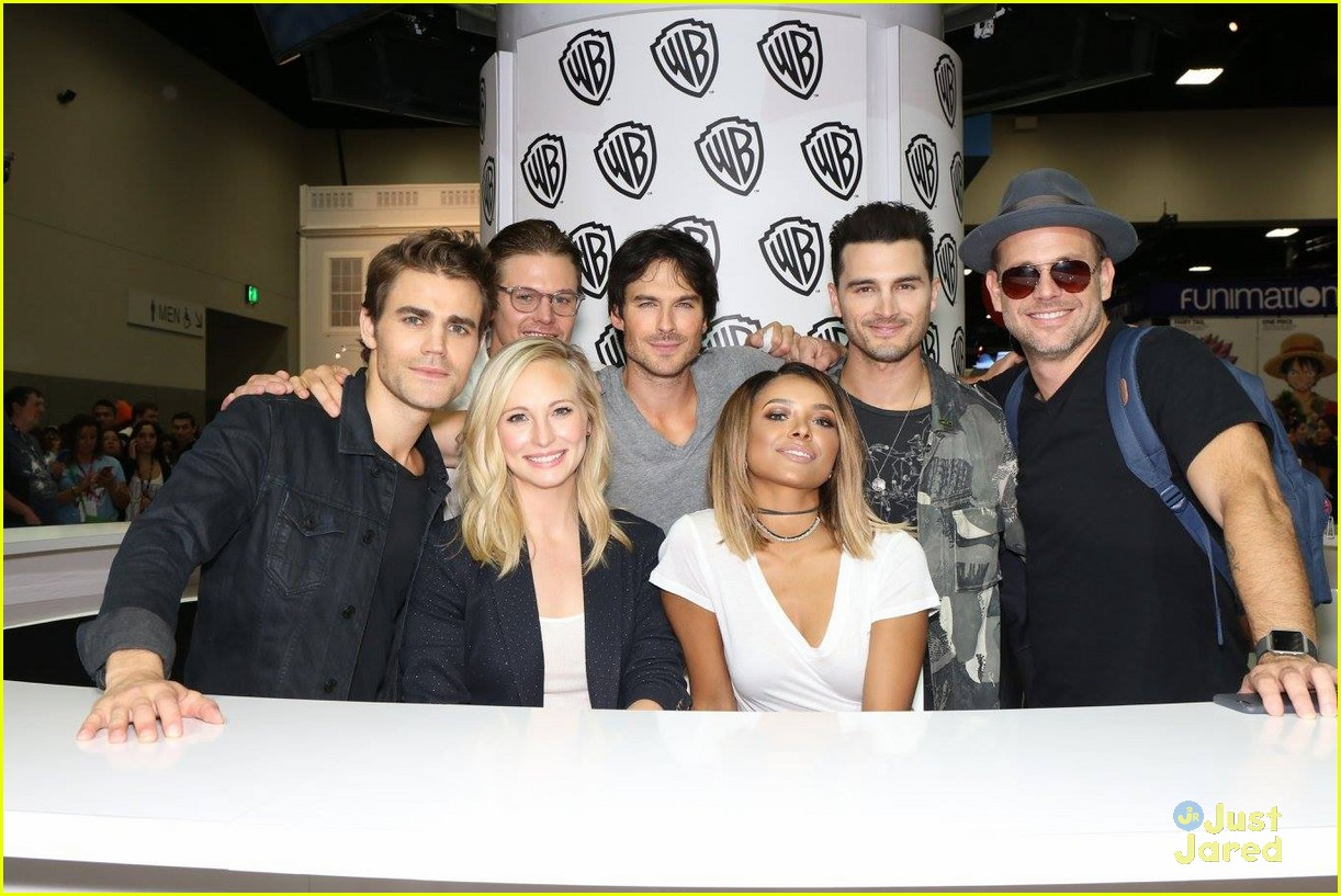 vampire diaries fan signing after panel comic con 10