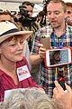 shailene woodley rosario dawson are skeptical about hillary clinton 01