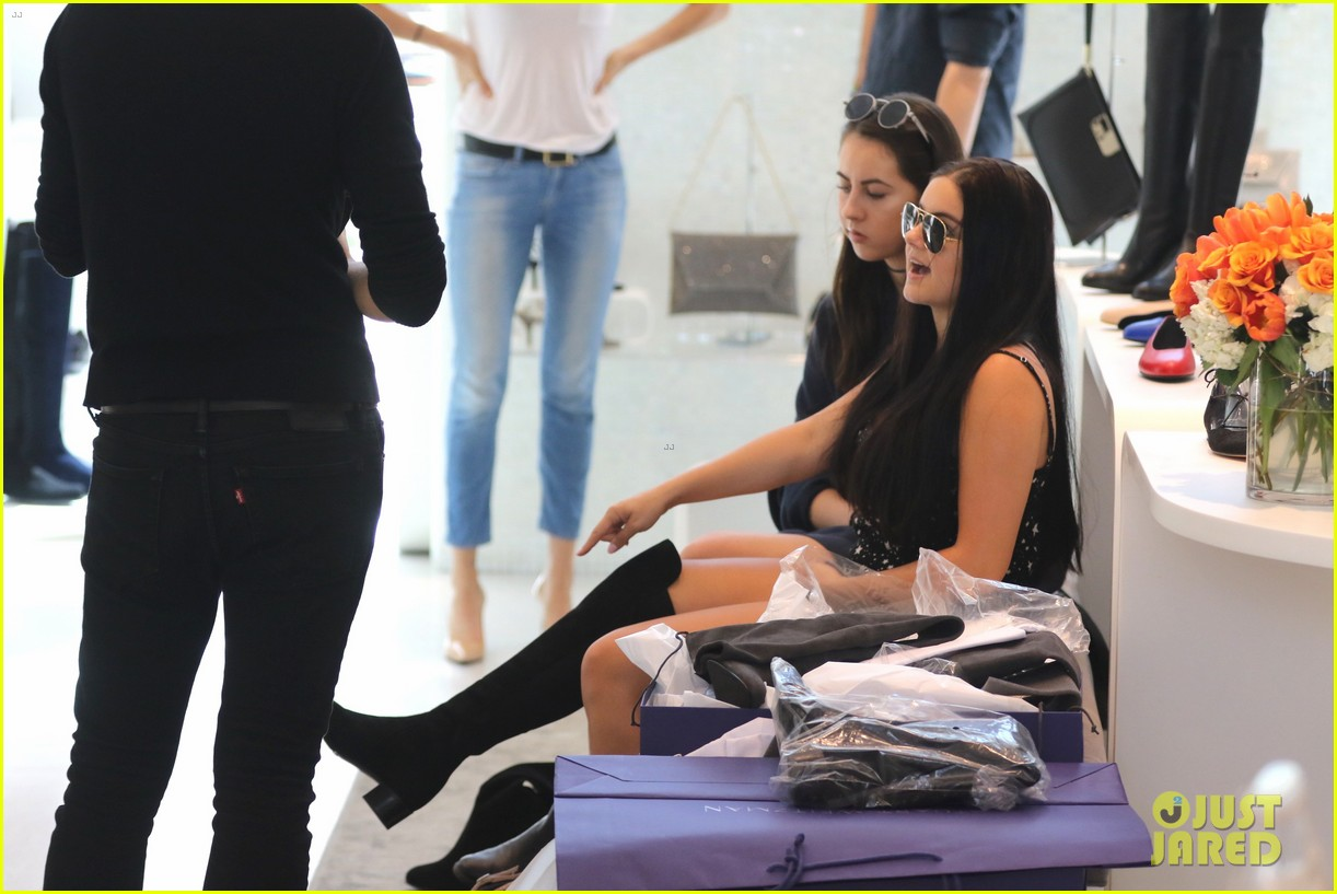 ariel winter tries shoes on stuart weitzman 27