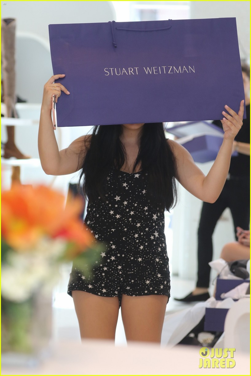 ariel winter tries shoes on stuart weitzman 46