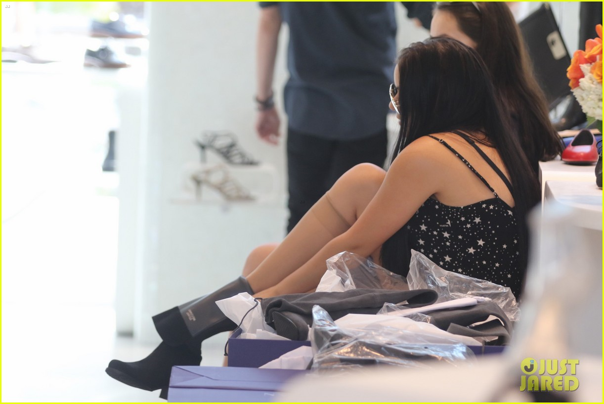 ariel winter tries shoes on stuart weitzman 49