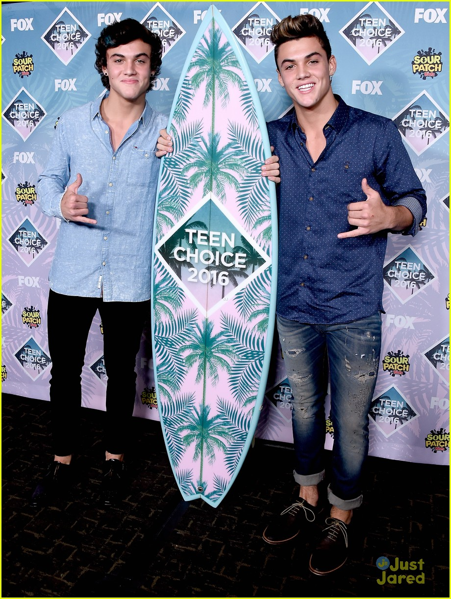 bethany mota dolan twins cameron dallas win teen choice awards 11