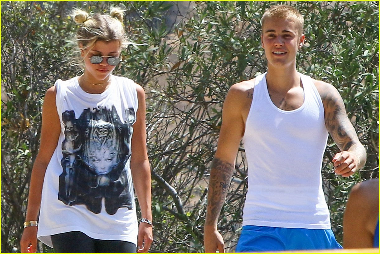 justin bieber sofia richie step out after romatic beach date 26