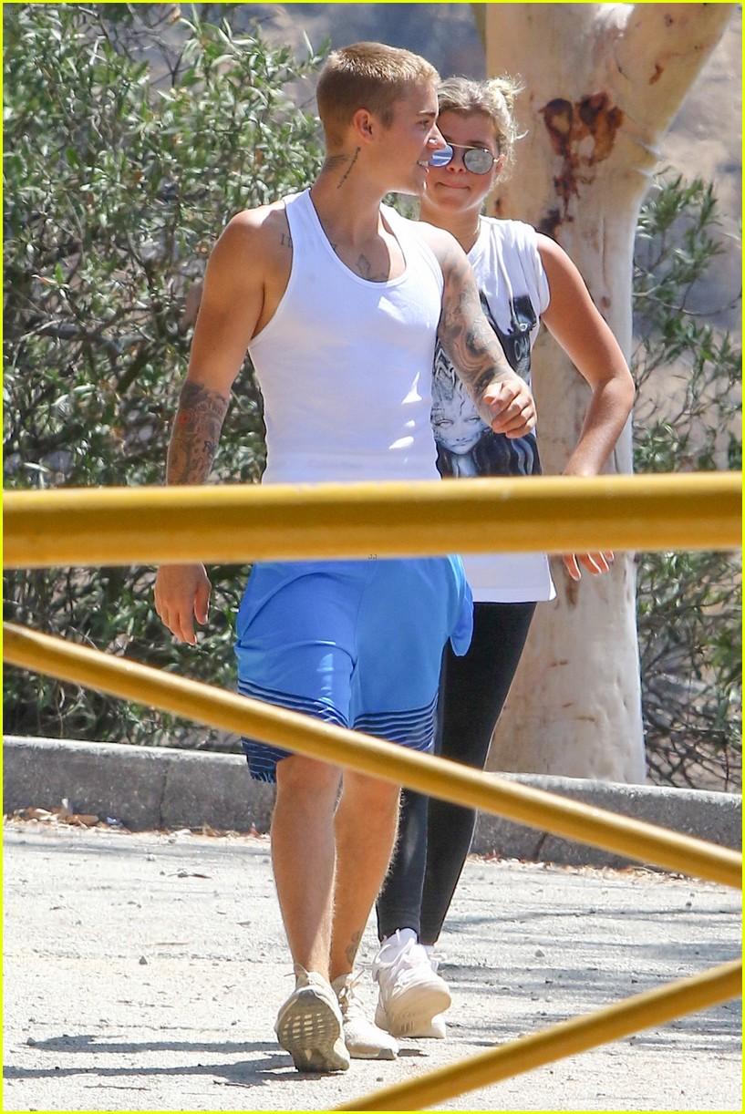 justin bieber sofia richie step out after romatic beach date 30
