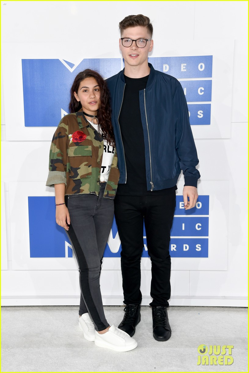 Alessia Cara Performs Wild With Troye Sivan For Vmas 2016 Pre Show