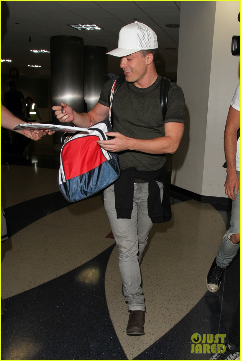 colton haynes arrives back at lax76608
