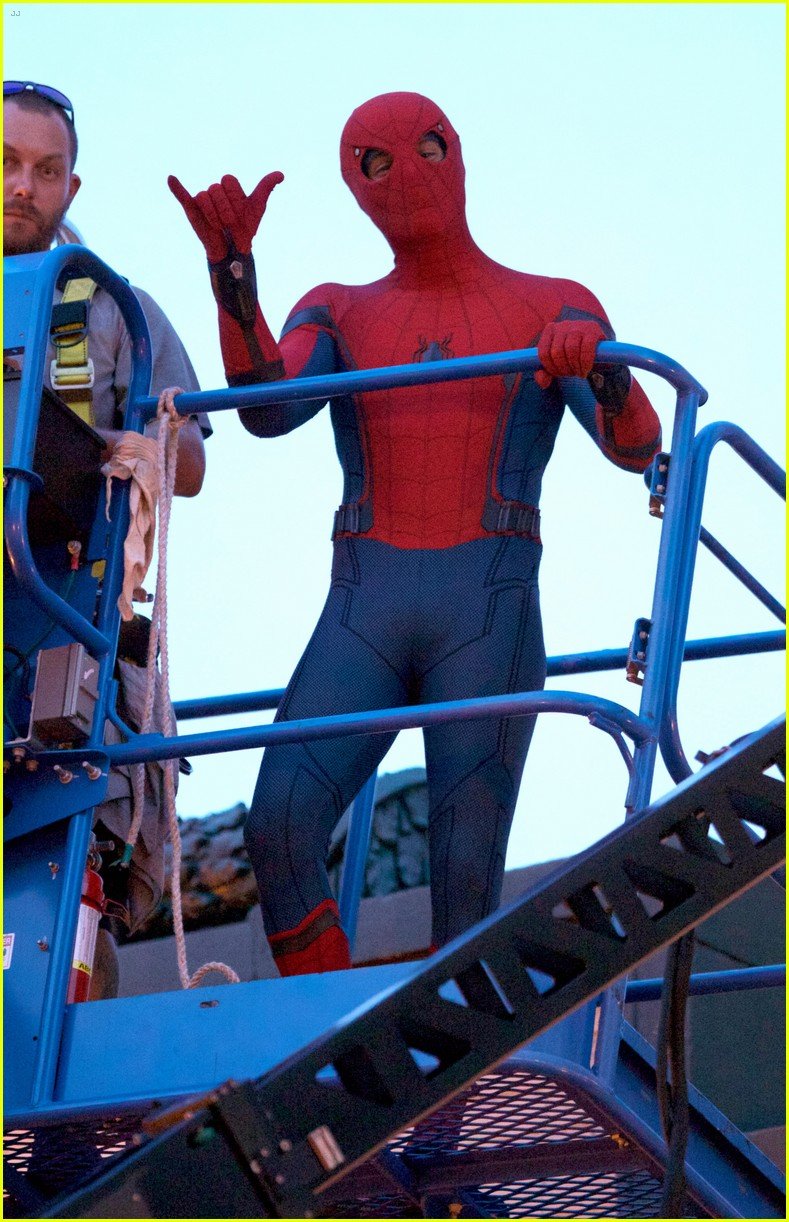 tom holland suits up on the set of spider man homecoming 04