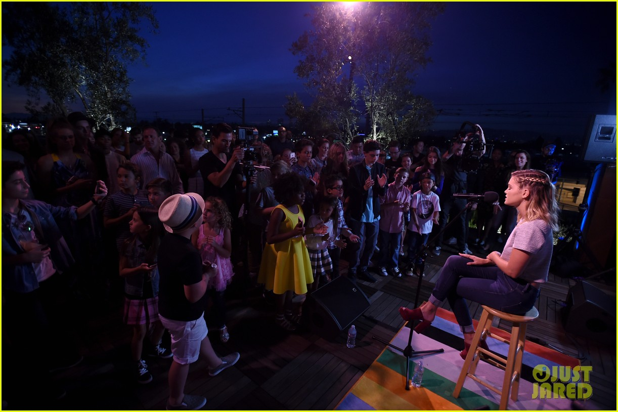 olivia holt performs live at just jared jr disney mix launch party 31