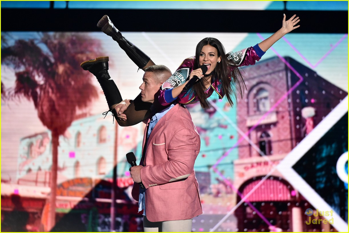 victoria justice stage looks teen choice awards 02