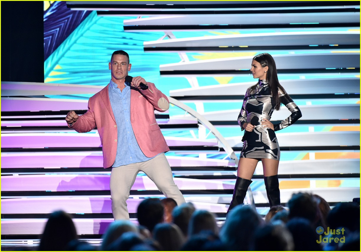 victoria justice stage looks teen choice awards 08
