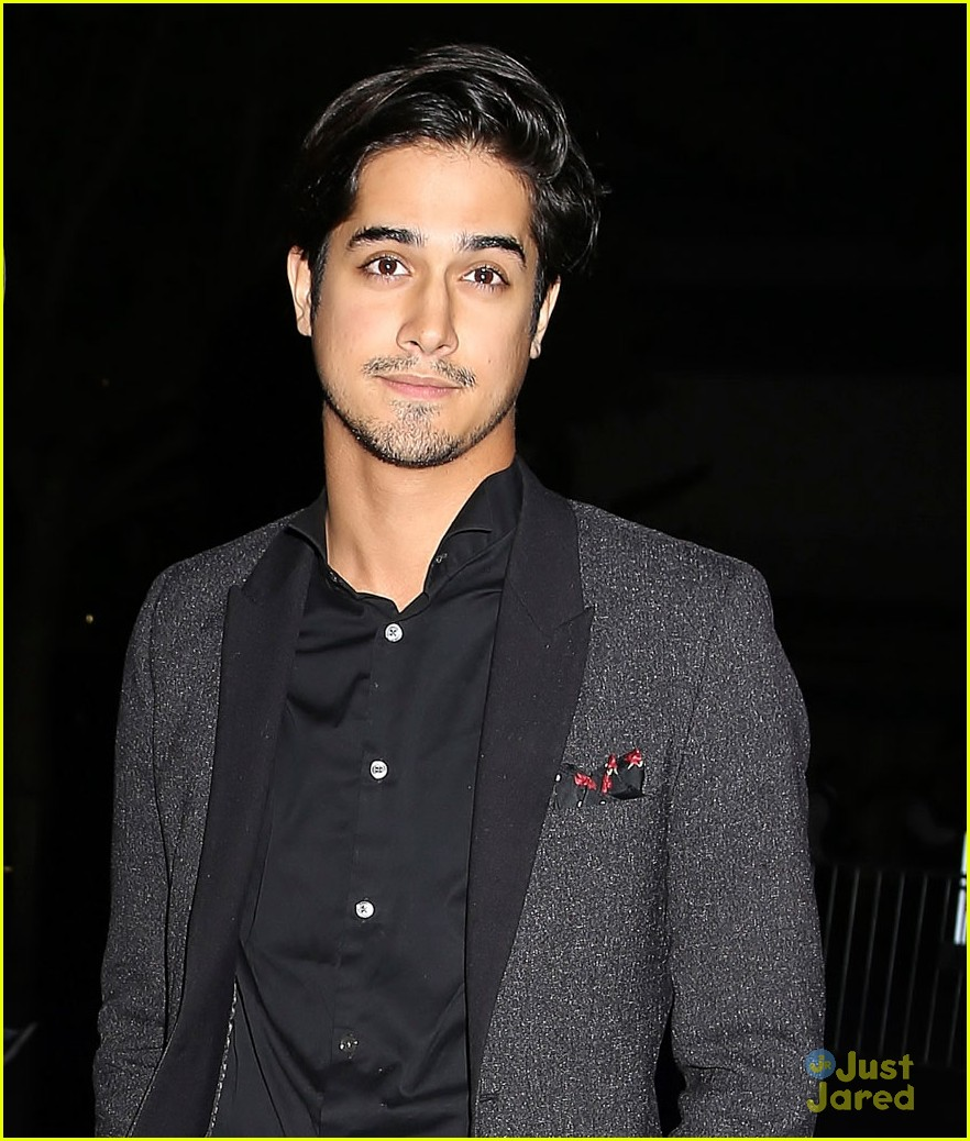 Avan Jogia Checks Out The Drake Concert With Pal Leon Thomas Photo 1023981 Avan Jogia Leon Thomas Pictures Just Jared Jr