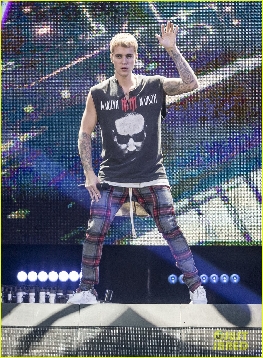 justin bieber performs in sweden 12