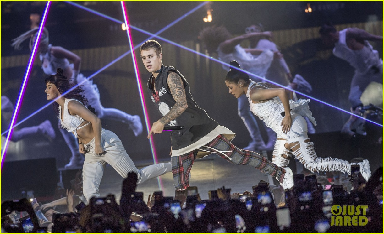 justin bieber performs in sweden 24