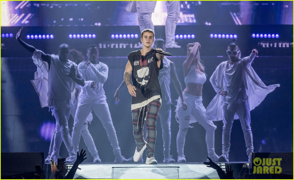 justin bieber performs in sweden 34