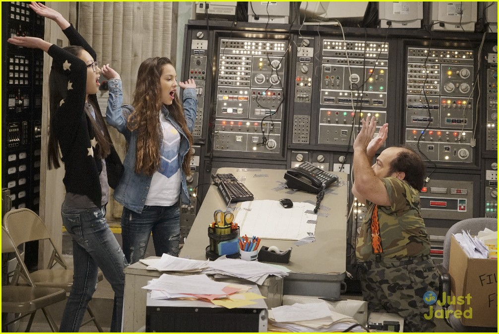 bizaardvark bernie in charge stills 02