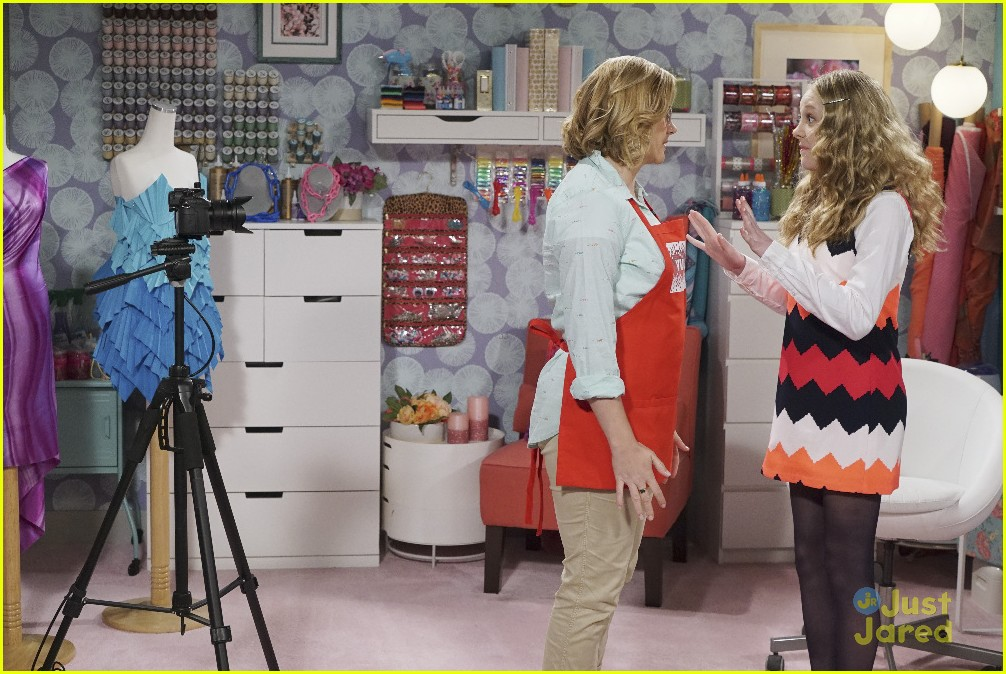 bizaardvark bernie in charge stills 05