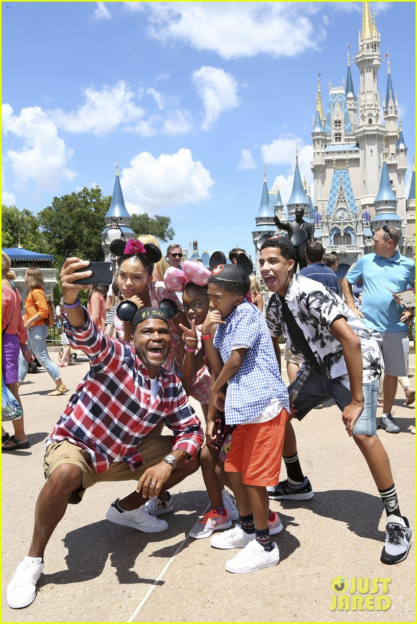 blackish kids film episode disney world 02