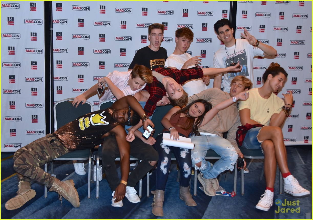 Cameron Dallas Gets Kissy With Fans At Magcon Photo 1023987