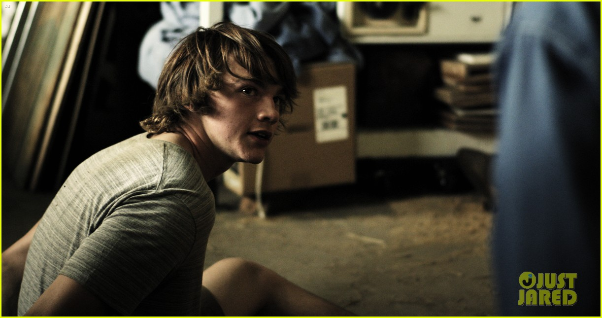 Joel Courtney Is Shirtless in Hot New 'River Thief' Photo ...