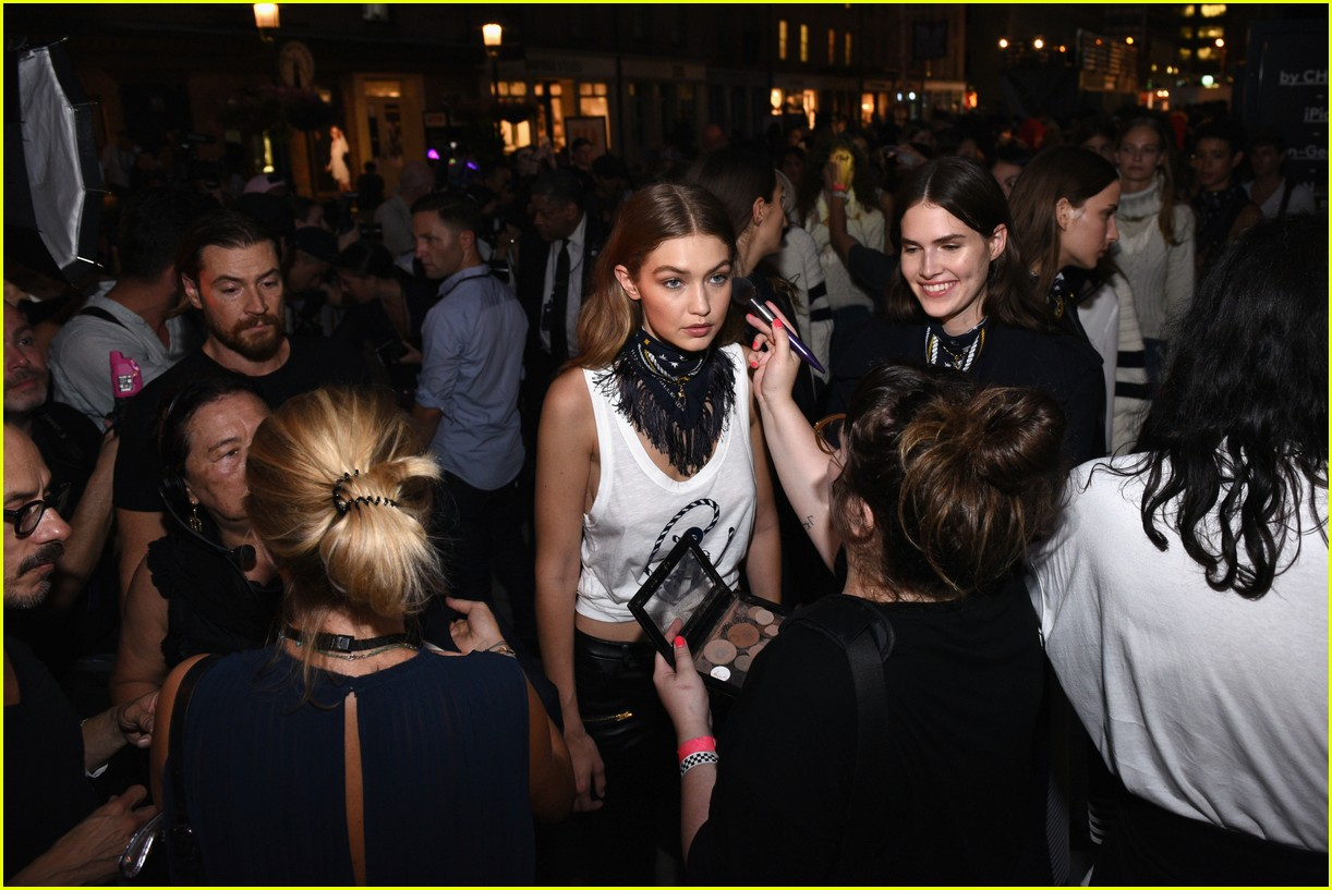 b6bf1ffe1dce2 Gigi Hadid Gets Support From Her Whole Fam at the  TommyxGigi  Show ...