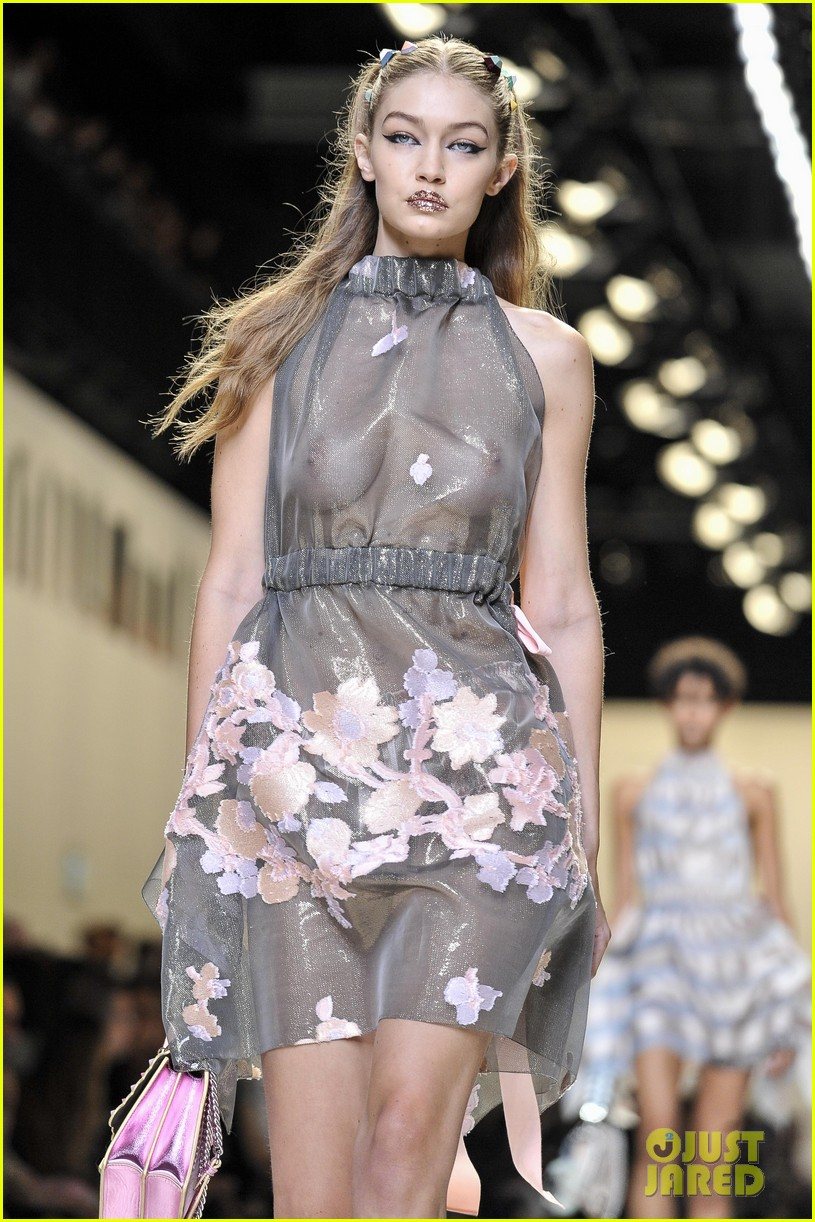 Communication on this topic: Grace j teal cleavage, gigi-hadid-supermodel-runway-walk-at-milan/