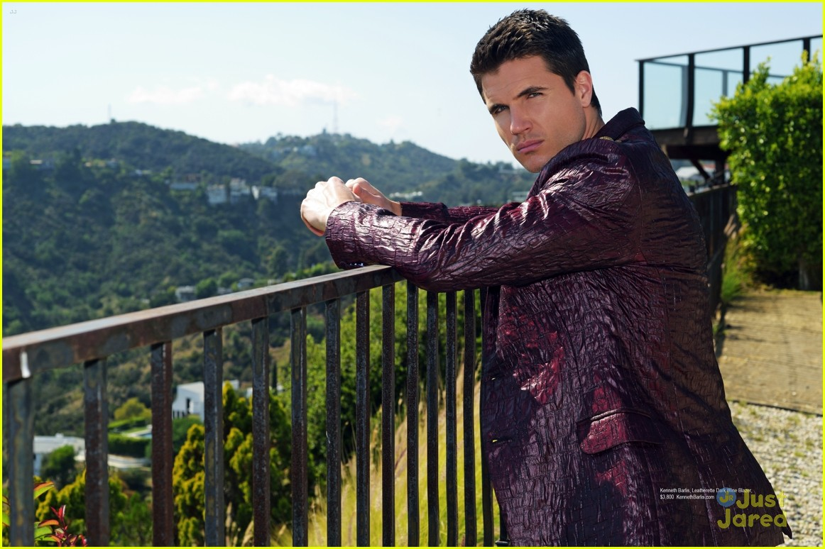 italia ricci robbie amell regard mag september issue 05