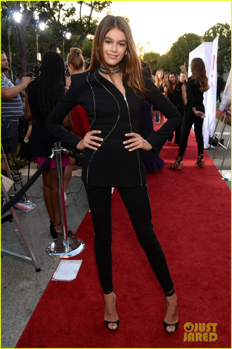 kaia gerber gets family support at sister cities premier101mytext