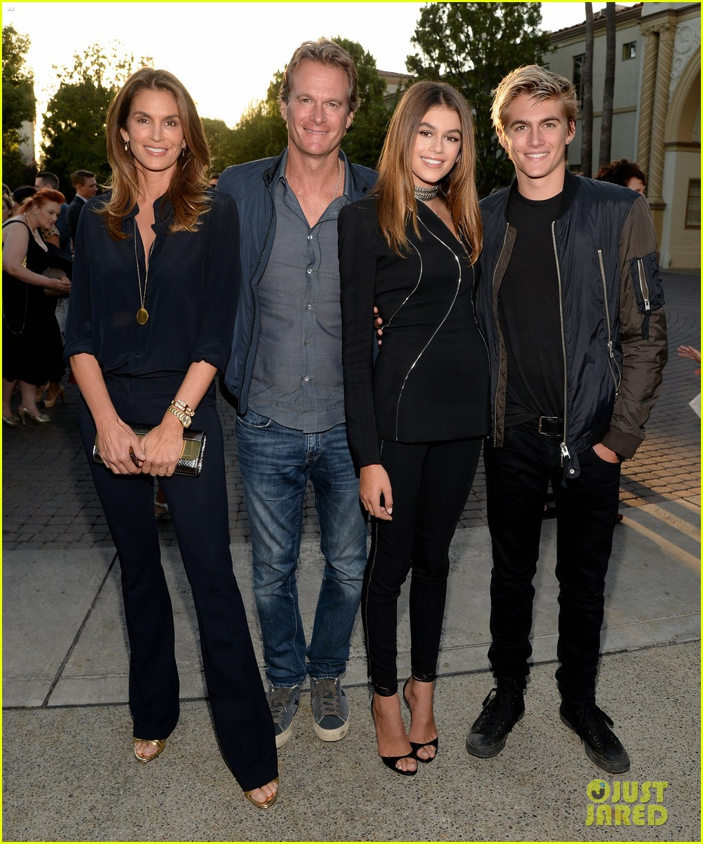 kaia gerber gets family support at sister cities premier202mytext