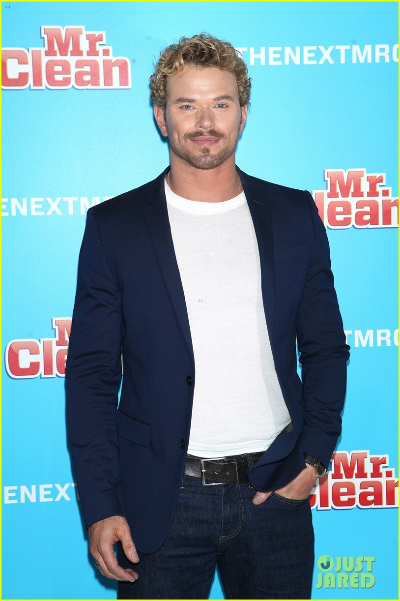 kellan lutz shows off his biceps while auditioning to be the next mr clean00609mytext
