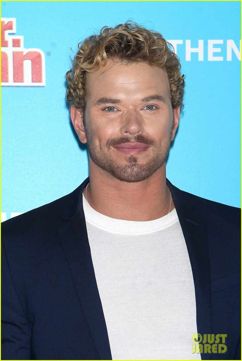 kellan lutz shows off his biceps while auditioning to be the next mr clean202mytext