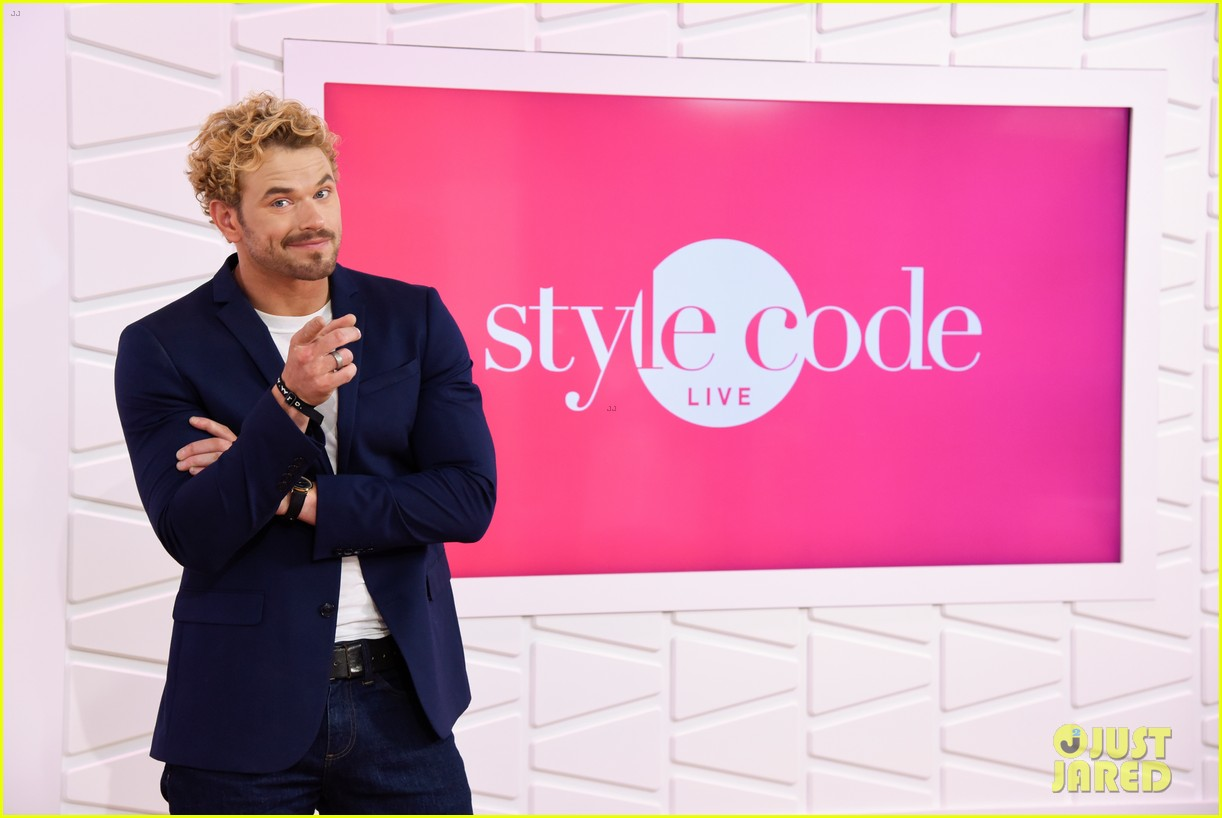 kellan lutz shows off his biceps while auditioning to be the next mr clean62212mytext
