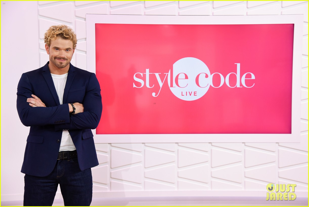 kellan lutz shows off his biceps while auditioning to be the next mr clean63013mytext