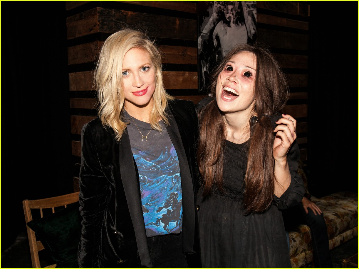 anna kendrick brittany snow reunite for some creepy fun 05
