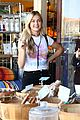 lindsay arnold shopping farmers market husband 09